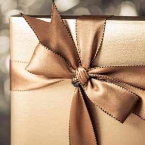 Подарок мужчине на 50 лет: 10 идей для юбилея
