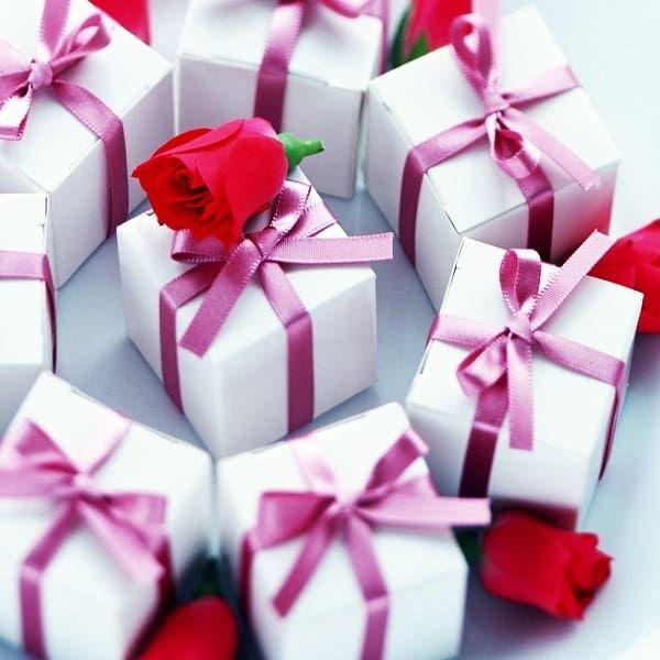 Подарки женщинам-подчиненным от руководителя на 8 марта