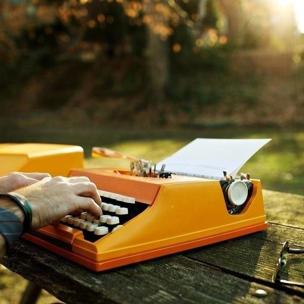 Подарки для писателя: практичные и не только