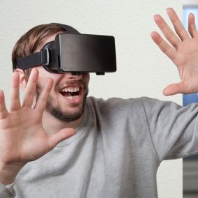 Очки виртуальной реальности 4smarts VR Spectator от 1 490 руб