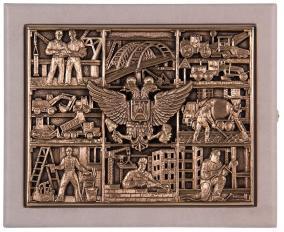 """Ключница настенная из кожи на 11 ключей """"Строители"""" (слоновая кость) от 8 500 руб"""