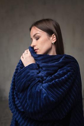 Плед с рукавами Gekoko Premium, синий, рифленый от 2 990 руб