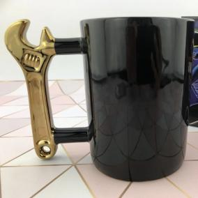 """Кружка """"Гаечный ключ"""", черная от 650 руб"""