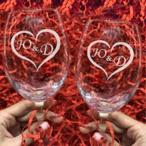 Парные бокалы с Вашими инициалами для вина с гравировкой «Сердце» от 2 980 руб