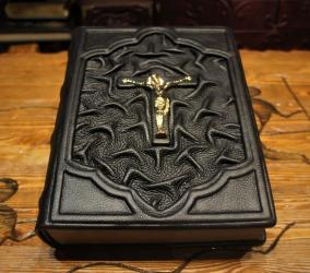 Библия на латыни от 18 600 руб
