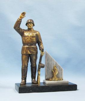 Бронзовый сувенир «Вечная память Победителю» от 8 700 руб