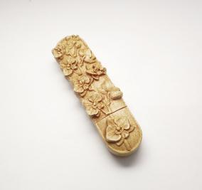 """Сувенирная деревянная флешка """"Орхидея"""" от 3 900 руб"""