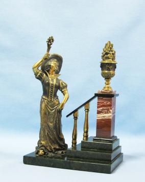 """Статуэтка """"Дама с цветами"""", змеевик от 8 500 руб"""