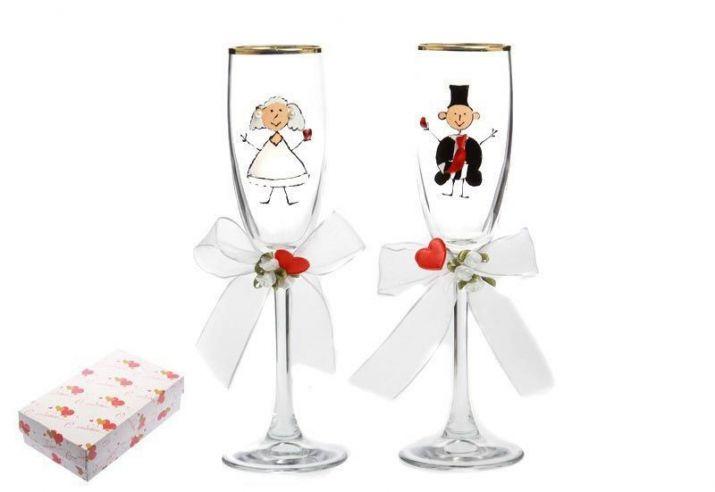Свадебные бокалы с рисунком жениха и невестой